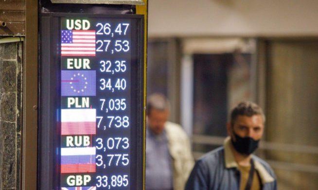 В Украине ужесточили правила обмена валют: какие купюры не примут, и у кого потребуют паспорт  - today.ua