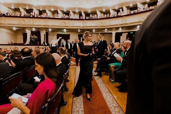 З невиданого: Олена Зеленська в облягаючій вечірній сукні підкорила красою і стрункістю