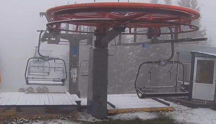 В Україні випав перший сніг на популярному курорті в Карпатах
