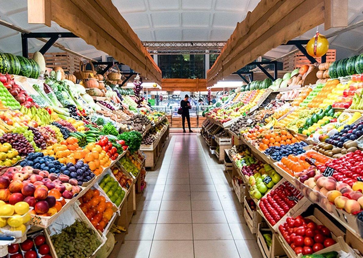 В Україні подешевшали фрукти: де можна купити груші, персики і виноград за вигідною ціною