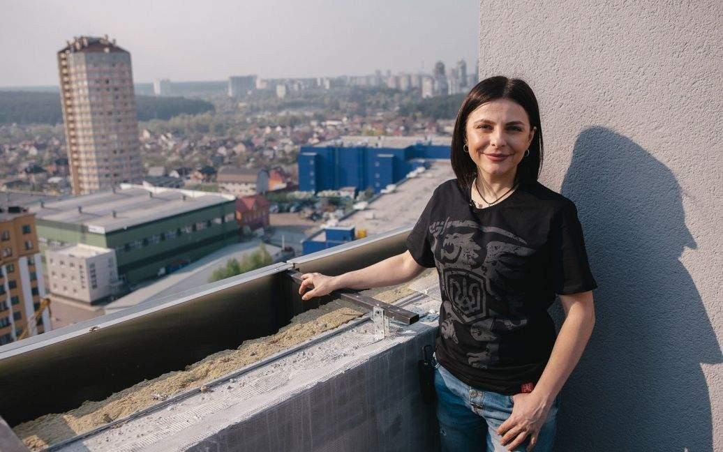 """Переможниця """"Голос країни-9"""" зізналася, чому так і не живе в подарованій квартирі в Києві"""