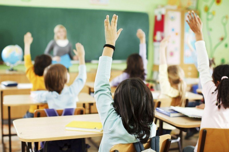 Учителям в Украине повысят зарплату в полтора раза: какие выплаты ждут педагогов